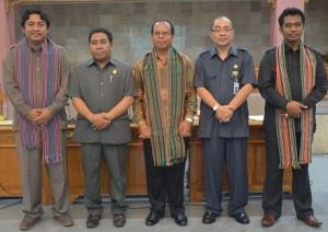 Dari kiri Anang Warsito, Wakil Ketua DPRD Lobar, I Ketut WS, Ir.HM. Taufik, dan Junet, A.Ma