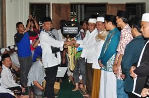 Kegiatan safari ramadhan Pemprov NTB di Masjid Jamiq Baiturrahman, Kediri, Jumat malam (26-6-2015) (5)