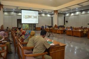 Penyelenggaraan Bimtek Pelayanan Administrasi Terpadu (PATEN) Kecamatan di LOmbok Barat, Selasa (10-11 Novemeber 2015) lalu dihajatkan bagi peningkatan kualitas pelayanan publik di Kecamatan (3)