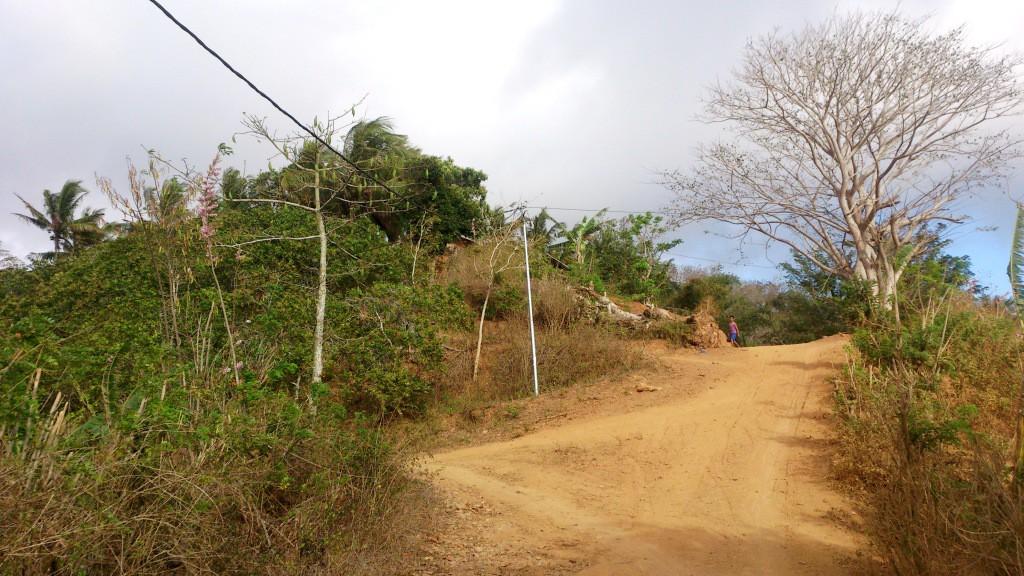 foto jaringan listrik PLTS terpasang di daerah pegunungan  di DME Sekotong Tengah