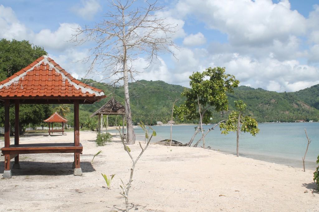 keindahan pantai sekotong untuk foto sang penjaga pantai sekotong (2)